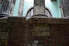 COLUMNES ROMANES DEL TEMPLE D'AUGUST (Yeagov C) Tags: 2016 barcelona catalunya brcino carrerparads carrerdelparads coloniaiuliaaugustafaventiapaternabarcino columnesromanes ciafpb temple templedaugust