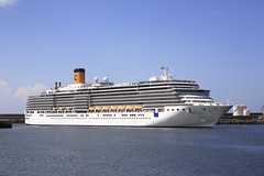 Costa Luminosa (joao silva fotografia) Tags: gua ships leixoes mar