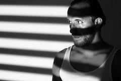 Projektor I (Zscherny) Tags: mensch human man men mann bart projektor beamer lowkey schwarzweis selfie selbstportrait selfportrait schwarz weis nikon