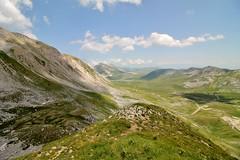 Gran Sasso - 2 (edlion259) Tags: gransasso abruzzo italy italia green verde mountains cloud sky allaperto paesaggi landscape valle montagne