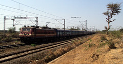 Single grill BRC WAP 4 #22561 with 12608 Maharashtra Sampark Kranti!! (ShreyasRK) Tags: with 4 grill single brc wap maharashtra 12608 22561 kranti sampark