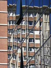 Lille, architecture moderne (Ytierny) Tags: france vertical architecture moderne reflet lille btiment faade nord vitre edifice mtropole flandre citflamande ytierny