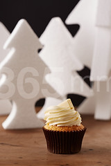 White chocolate cupcake on Christmas background (365mm.cat) Tags: christmas wood xmas winter party food white black cute cup cake festive dessert gold golden wooden milk holidays sweet chocolate background nobody sugar cupcake bakery fancy icing iced elegant temptation frosting baked frosted decorated fondant buttercream homebaking homebaked sugarcraft sugarpaste