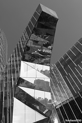 Edificio//Building G.N. Barcelona_01 (Nordwest700) Tags: barcelona blackandwhite bw reflection building blancoynegro edificios bcn edificio reflejo nordwest700