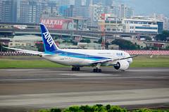 20140714A-CD4607 (martinlow) Tags: 787 飛機 松山機場 夢幻客機