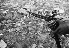 """Saigon 1968 - Tng tn cng Tt Mu Thn t 2 - Khu vc ch Tn Bnh ngy nay, trn ng Nguyn Vn Thoi (""""Plantation Road"""", nay l L Thng Kit) (manhhai) Tags: 1 aerialview asia asianhistoricalevent battle bodypart cropped gun hands historicevent hochiminhcity holding machinegun military militarypersonnel northamericanhistoricalevent people rubble saigon soldier southvietnam southeastasia southeastregion unitedstateshistoricalevent urbanscenes vietnam vietnamwar19591975 vietnamesehistoricalevent viewfromabove war waste weapon"""