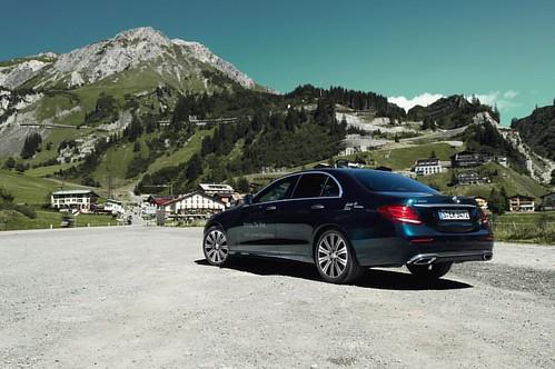 Mercedes-Benz E200 at Mercedes-Benz Lech Summer Experience __ @mercedesbenz @mercedesbenz_de #e200 #sedan #limousine #mountains #alps #austria #nature #carswithoutlimits #snabshod #sonyalpha #a7ii #instacar #instacars #instagood #carporn #carsofinstagram