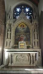 [46052] St Mary (RC), Warrington : South Chapel (Budby) Tags: warrington cheshire church victorian catholic romancatholic sculpture carving altar reredos