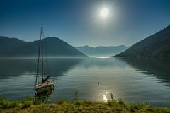 Fjord im Gegenlicht