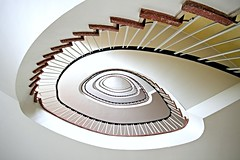pastella (Fotoristin - blick.kontakt) Tags: staircase stairs treppe treppenhaus spiral abstract architecture pastell lines curves pastella fotoristin