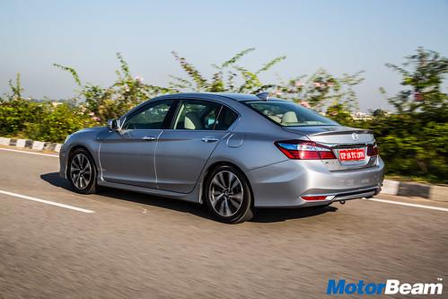 2016-Honda-Accord-Hybrid-10