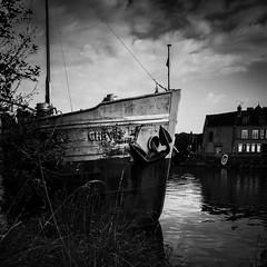 Le Chevir (Olivier DESMET) Tags: olivierdesmet bateau peniche leloing seinemarne saintmammes street streetphoto noirblanc nb blackandwhite bw monochrome ricoh ricohgr gr 28mm