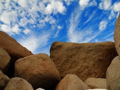 Granite boulders. La Rumorosa, Baja California, Mexico (josebauelos) Tags: boulder sky blue outdoors rocas cielo azul