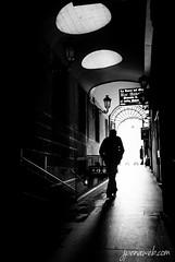 Caminando Hacia la Plaza Mayor (jesus pena diseo) Tags: blackandwhite jpena jpenaweb jesuspenadiseo madrid plaza plazamayor spain silluetes streetphotography
