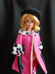 Betty Draper in Dangerous Dames (ksavoie1213) Tags: silkstone 2010silkstonemadmencollection madmen bettydraper dangerousdames roberbest barbie fallscene winterscene