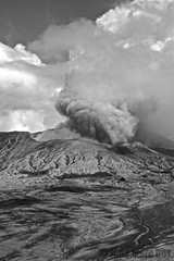 Indonesie, Java, Bromo (jmroyphoto) Tags: bromo cemorolawang fumee indonesie java jmroyphoto nb noiretblanc nuages ombres tengger volcan