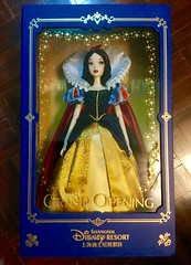 Limited Snow White [No.52 of 1200] She is just perfect for her box and face and dress and everything ! A MUST HAVE  #disney #disneyland #snowwhite #shanghaidisneyland #shanghai #store #limitededition #LE #doll #ch (possiblezen) Tags: disney disneyland snowwhite shanghaidisneyland shanghai store limitededition le doll china zen