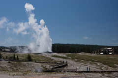 Old Faithful at Yellowstone National Park (Yi-Liang (Lucas) Liu) Tags: summer landscape nationalpark oldfaithful roadtrip yellowstone geyser 2013 publicset