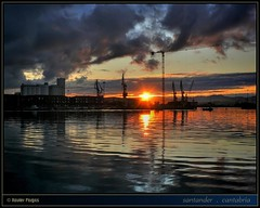 puerto pesquero · fishing port · #6 (www.xavierfargas.com) Tags: sea españa water port sunrise puerto muelle mar dock spain agua europa europe panasonic amanecer derrick reflexions hdr santander cantabria reflejos reflexes grúa fishingport darsena raynox photomatix 5photosaday puertopesquero 1xp xfp dmcfz50 lumixdmcfz50 p1130544 dcr730 raynoxdcr730 colourvisions dragondaggerphoto artofimages bestcaptureaoi xavierfargas adaptadorgranangular