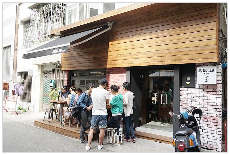 Juggler cafe