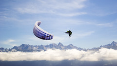2013 09 21 - 0014 (Ananas67) Tags: sport ciel vol nuage paysage voile coupe parapente icare vollibre vision:mountain=084 vision:outdoor=099 vision:sky=099 vision:clouds=0982 vision:snow=0613 vision:ocean=0778