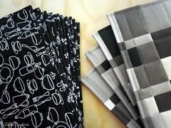 preto & branco na cozinha (Carla Cordeiro) Tags: pb placemat patchwork potholder ♫♪ viés jogoamericano freemotionquilting acolchoado fernandomaluhy luvadecozinha pegadordepanela cantomitrado bakingglove quiltinglivre