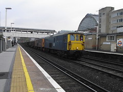 73212-73208 at kensington (47604) Tags: olympia kensington freight willesden northfleet class73 73208 73212 6m94