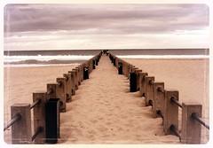 20050628   Durban, South Africa 1018 (Gary Koutsoubis) Tags: 2005 beach wow southafrica pier seaside sand topc50 shore durban