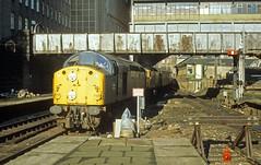 40003 & 27105 enter a rather grim looking Aberdeen (delticfan) Tags: class27 27105 class40 40003 englishelectrictype4 parcelstrain aberdeenstation