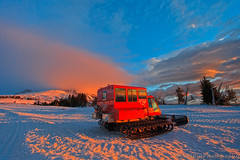 Sno Cat Sunrise (CoolEye Photo) Tags: winter snow mountains reflection oregon sunrise landscape volcano northwest cascades pacificnorthwest mounthood timberlinelodge