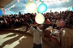 (naye lee) Tags: oaxaca tlacochahuaya guelaguetza fiesta mxico globos nio