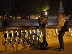 Chating bis (lgh75) Tags: theparisphotographymeetupgroup paris sunset couchdesoleil bridge pontalexandreiii pont twilight seine