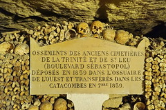 Paris Les Catacombs 13.9.2016 3842 (orangevolvobusdriver4u) Tags: 2016 archiv2016 france frankreich paris friedhof cemetary katakombe lescatacombs catacomb knochen bones skull schdel sign schild