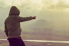 Man at the summit (esevelez) Tags: cantabria liencres picota spain alto arm brazo calido capucha high hombre hoodie landscape man mountain pointingat rio river warm espaa sealando montaa