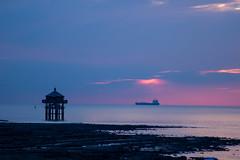 Phare (thomasmartin12) Tags: larochelle paysage photo canon tamron mer sea cloud sunset coucher soleil rose