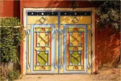 colourful.............. (atsjebosma) Tags: doors donderdag deuren donderdagdeurendag tdd colourful kleurrijk atsjebosma taroudant morocco marokko maroc coth5