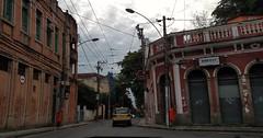 pelas esquinas da vida (luyunes) Tags: santateresa riodejaneiro esquina rua cidade ladeira motomaxx luciayunes