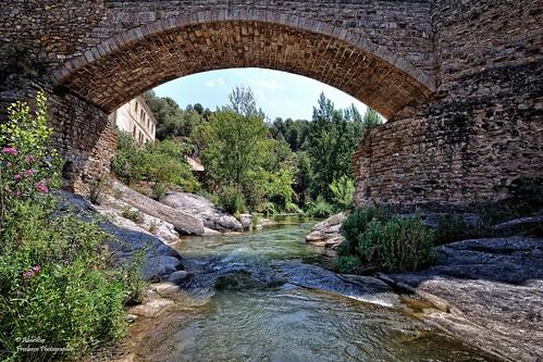 Río Palancia bajo el Puente del Baño. Navajas