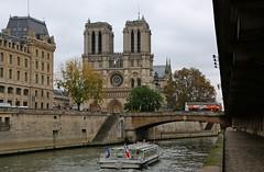 Tourisme à Paris (escaledith) Tags: tourisme sitetouristique paris laseine péniche autocar bus notredamedeparis cathédrale quai 5èmearrondissement