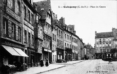 Guingamp, place du centre vers 1910 (claude 22) Tags: guingamp place centre trgor bretagne breizh combages maisons house architecture 1910 old postcard carte postale ancienne halftimbered timber framing
