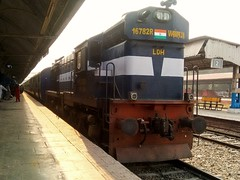 11058 ASR - CSTM Express (Puru P Dixit (Die hard RF)) Tags: patiala railwaystation 11058 ldh wdm3a
