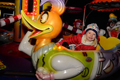 duck (Wolfgang Binder) Tags: duck carousel christmasmarket kid child girl fun nikon d7000 zeiss distagon distagont2825