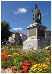 03-statue gerbert + fleurs
