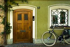Door in Radolfzell (Himbeerdoni) Tags: door house building bicycle facade germany wooden haus baden bodensee konstanz tür fahrrad fassade württemberg radolfzell
