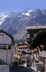 saas-Fee /Valais /Suisse (luka116) Tags: nature berg montagne schweiz switzerland montana village suisse swiss relief svizzera paysage montagna moutain wallis valais montagnes sommet saasfee