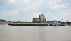 River Traffic - Mississippi River (Adventurer Dustin Holmes) Tags: river boats boat illinois rivers mississippiriver tugboat tugs barge barges cargill eaststlouis 2013 rivertraffic