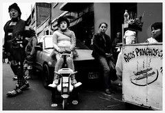 DSC_0161 (Gloria Pardo) Tags: lima streetphotography clowns payaso klovn pitre payasos fotografiadocumental streetclowns fotografiaperuana gloriapardo payasosperuanos tonyperejil peruvianclowns httpswwwflickrcomphotosgloriapardosets