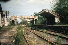 Moate railway station (2005) (RETRO STU) Tags: ireland irishrail cie countyoffaly iarnródéireann irishrailways abandonedstations córasiompairéireann mgwr midlandgreatwesternrailway moaterailwaystation derelictstations