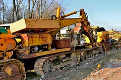 Laltesi L30 (riccardo nassisi) Tags: car wreck rust rusty relitto rottame ruggine ruins scrap scrapyard sfascio sfasciacarrozze epave escavatore excavator hydromac abbandonata abbandonato abandoned auto