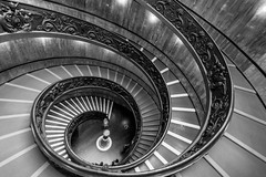Life (Chrissphotos) Tags: rome vatican stairs doublehelix notripod canoncameraandlens bw